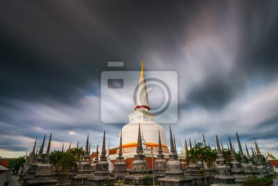 Starożytny Pagoda w świątyni Wat Mahathat, południowej Tajlandii