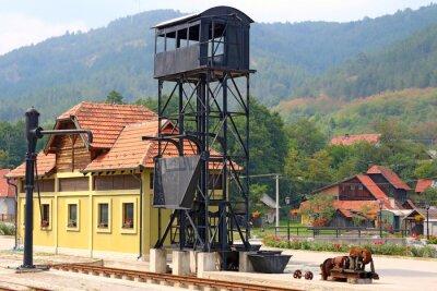 Stary dworzec kolejowy w górach