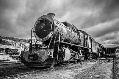 Obraz Stary opuszczony lokomotywa pociągu, dramatyczny wersji czarno-białej