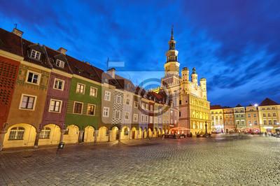 Stary Rynek w Poznaniu w nocy, długo efekt ekspozycji, Polska.
