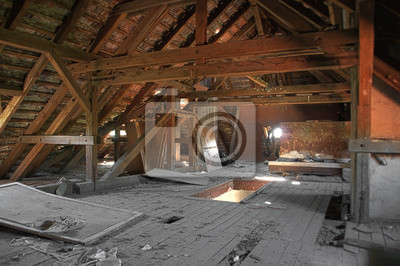 Stary Zniszczony Poddasze Z Drewnianymi Belkami Obrazy Redro