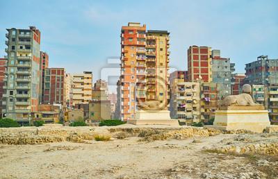 Starzy sfinksy, oglądający miasto, Aleksandria, Egipt