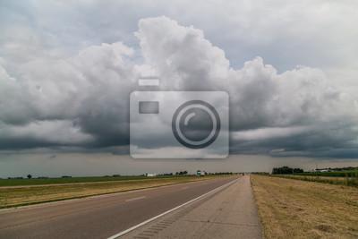 State Highway w Midwest z chmury i słońca