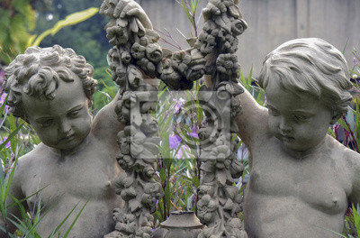Statua Angle / Kąt Rzeźba w parku.