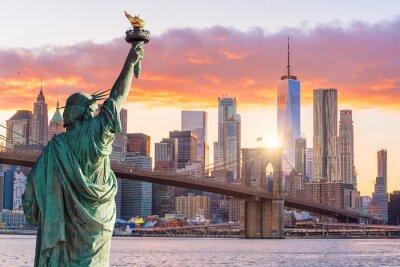Obraz Statua Wolności i Nowego Jorku panoramę miasta o zachodzie słońca