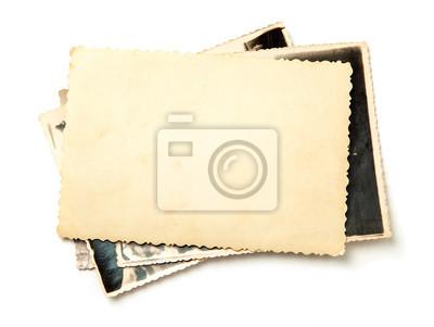 Obraz Stos stare zdjęcia na białym tle. Makieta czystego papieru. Pocztówka pomięta