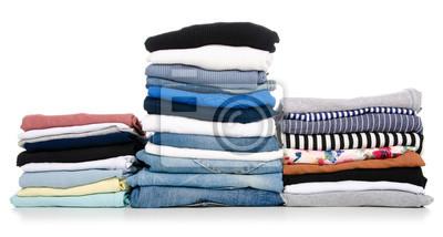 Obraz Stos ubrań dżinsowa koszulki koszula na białym tle. Izolacja