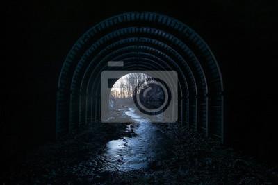 Stream przez tunel