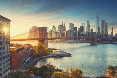 Obraz Styl retro New York Manhattan z Brooklyn Bridge i Brooklyn Bridge Park z przodu.
