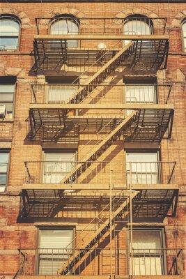 Obraz Styl retro zdjęcie budynku z drabiny pożarnicze ewakuacyjnych, NYC.