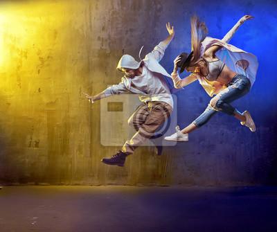 Obraz Stylowe tancerze fancing w konkretnym obszarze