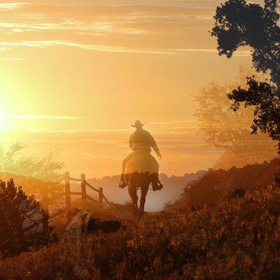 Obraz Sunset Cowboy. Kowboj jedzie od do zachodu słońca w przezroczystych warstw pomarańczowe i żółte chmury, ogrodzenia i drzew.