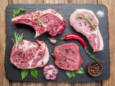 Obraz Surowe mięso z przyprawami.