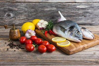 Obraz Surowe ryby z warzywami, gotowych do gotowania. Dorada ryb