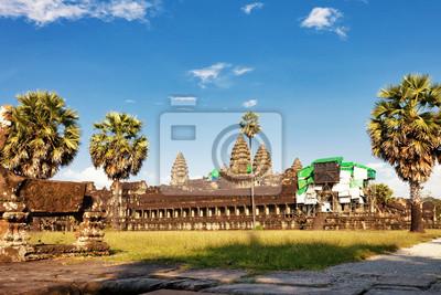Świątynia Angkor Wat w świetle słońca