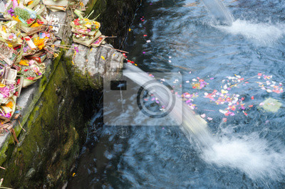Święta Woda w Tirta Empul świątyni, Bali, Indonezja.