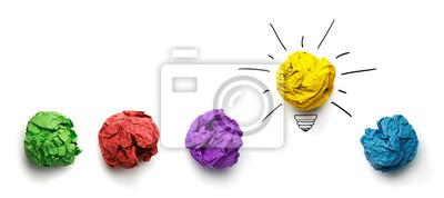 Obraz Świetny pomysł pomysł. Zmięty papier jako żarówka samodzielnie na białym tle