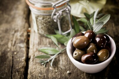 Obraz Świeże oliwki czarne i zioła