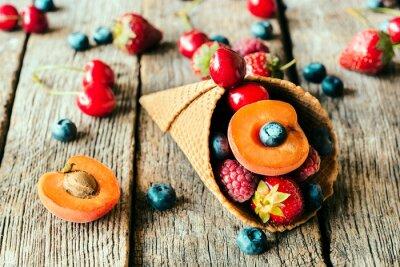 Obraz Świeże owoce w stożek