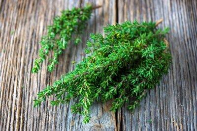 Obraz Świeżego tymianku organiczne na drewnianym tle