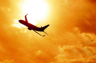 Obraz Sylwetka samolotu na tle zachodu słońca