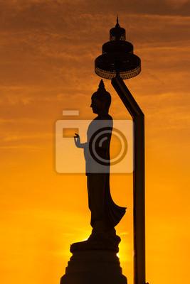 Sylwetka stojącego posągu Buddy