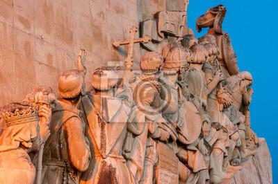 Szczegółowo o zachodzie słońca pomnika odkrycia w dzielnicy Belem w Lizbonie, stolicy Portugalii