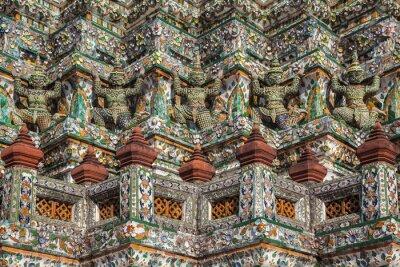 Szczegóły słynnej świątyni kolorowe azjatyckie Wat Arun w Bangkoku
