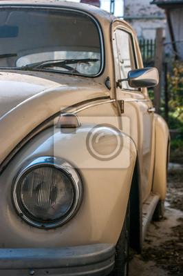 Szczegóły stary biały samochód. Na pierwszym planie reflektorów z przodu samochodu