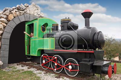 Szczęśliwa dziewczynka jazdy Old steam locomotive