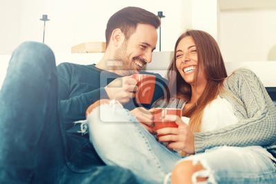 Obraz Szczęśliwa młoda para w domu