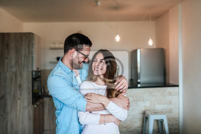 Obraz Szczęśliwa para przytulanie.