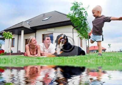 Szczęśliwa rodzina i dom