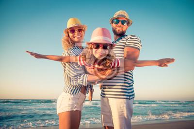 Obraz Szczęśliwa rodzina zabawy na letnie wakacje