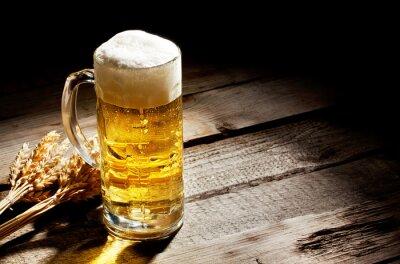 Obraz Szklanka piwa światła z kłosków
