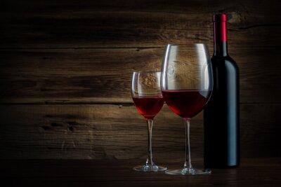Obraz szkło i butelki wina na tle drewniane