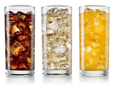 Obraz Szkło z cola, fanta, sprite z kostkami lodu na białym. W