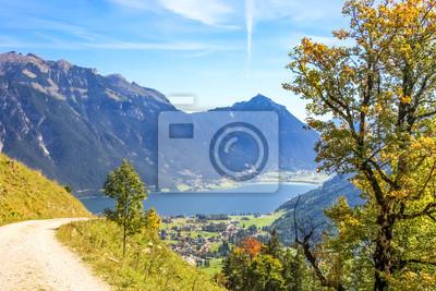 Szlak z widokiem na jezioro Achen