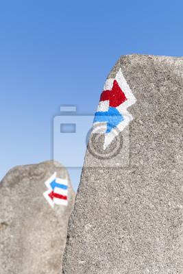 Szlak znaki namalowane na skale, wyboru lub dylemat koncepcji.