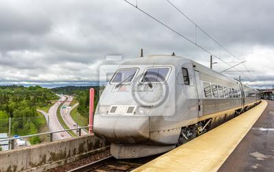 Szwecja szybki pociąg na stacji Syd Södertälje w Szwecji