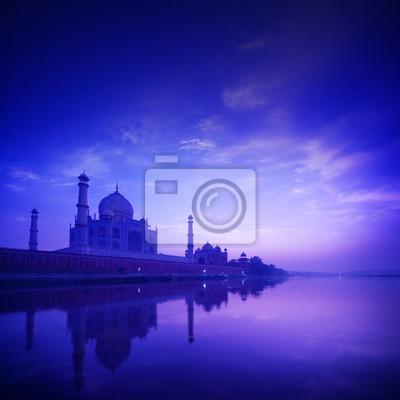Taj Mahal Agra Indie na niebieskim godzinę