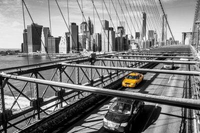 Obraz Taksówki przekraczania Brooklyn Bridge w Nowym Jorku