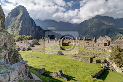 Tarasy i ruiny starego budownictwa w Machu Picchu, Peru