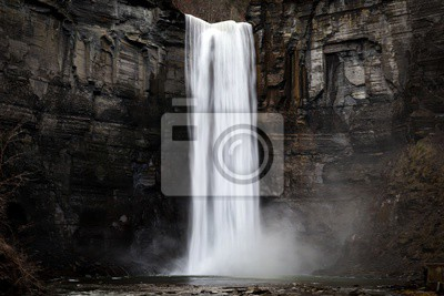Obraz taughannock falls a silky smooth waterfall against a rock face cliff with splashing water at its base