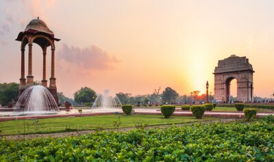 Obraz The Canopy and the India Gate at sunset in New Delhi, view from the National War Memorial