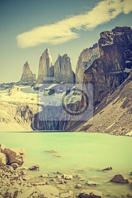 Torres del Paine, góry i jeziora, Chile, retro filtr