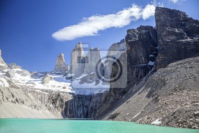 Torres del Paine, jezioro i góry.