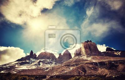 Torres del Paine National Park, kolor stonowanych obraz z flary obiektywu, Chile.