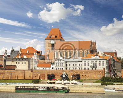 Toruń - miasto położone na brzegu rzeki Wisły, w Polsce.