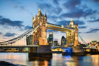 Obraz Tower Bridge w Londynie, Wielka Brytania w nocy